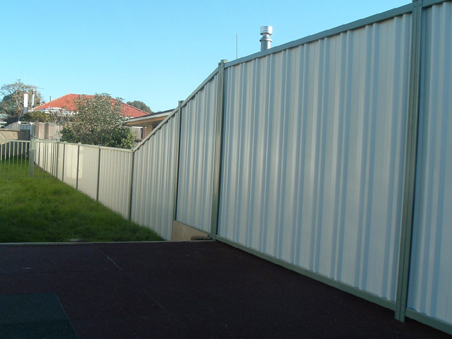 Aluminium & Colourscreen Fencing