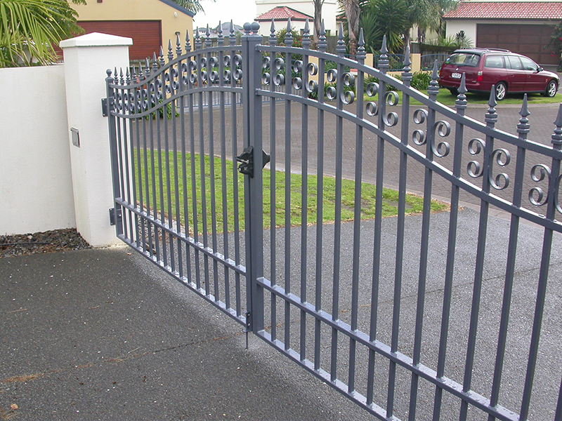 Aluminium curved top gates with scrolls and spear tops