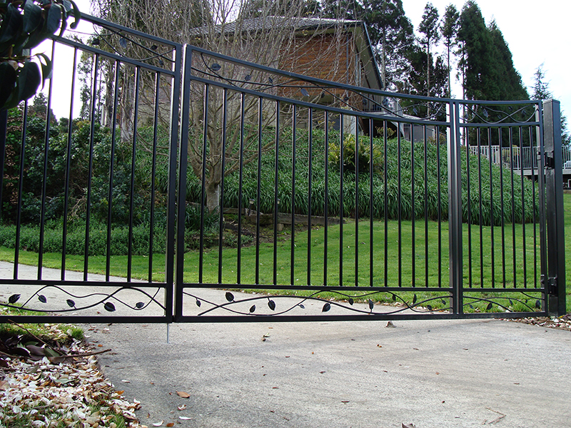 OPen railed gates with feature insert