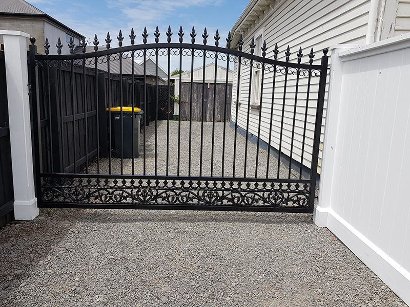 Single gate with spear tops and infill scroll panels